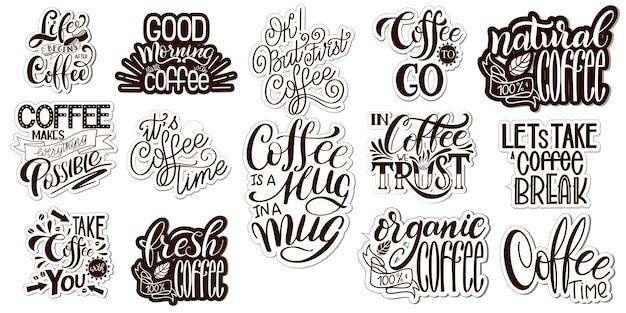 Belettering sets van koffie quotes. kalligrafische hand getekende teken. grafische vormgeving lifestyle teksten. koffiekopje typografie. motivatie voor winkelpromotie