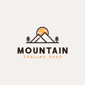 Berg avontuur en buiten vintage logo sjabloon.