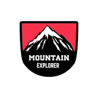 Berg ontdekkingsreiziger. embleem sjabloon met bergtop.