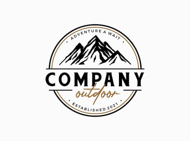 Bergconcept voor outdoor avontuur logo sjabloon