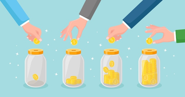 Bespaar geld in een glazen pot. hand gooien gouden munten in spaarpot. deposito's sparen. investering bij pensionering. rijkdom, inkomen concept. contant geld vallen in de fles