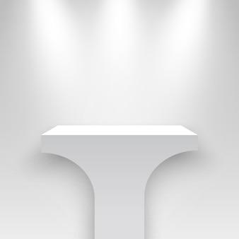 Beursstand verlicht door schijnwerpers wit podium blanco sokkel