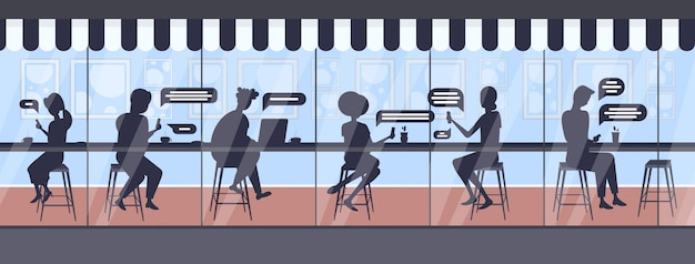 Bezoekers met behulp van digitale apparaten chatten app sociaal netwerk chat bubble communicatieconcept