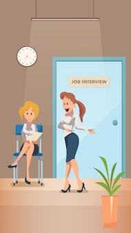 Bezorgd vrouw wacht op sollicitatiegesprek in corridor