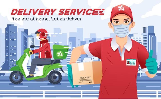 Bezorgservice met man met maskers brengt een doos en duimen omhoog, bezorger stuurt het pakket met motor en helm, met stadslandschap als achtergrond