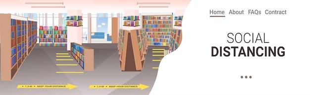 Bibliotheek met borden voor sociale afstand nemen gele stickers coronavirus-epidemie beschermingsmaatregelen