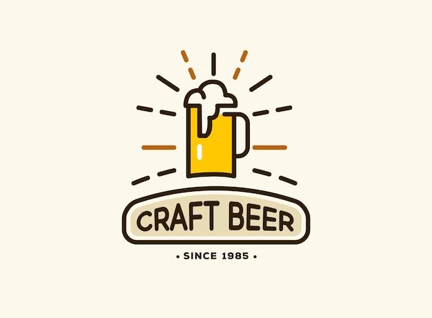 Bierhuis-badge met logo's van ambachtelijk bier, emblemen voor bierhuis, bar, pub, brouwerij, brouwerij, taverne