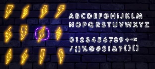 Big neon set bliksemschicht. gloeiende elektrische flitser teken, blikseminslag elektriciteit pictogrammen.