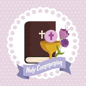 Bijbel met kelk en heilige gastheer voor religie-evenement