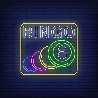 Bingo neon belettering met ballen.
