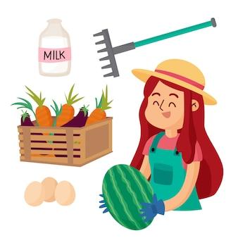 Biologische landbouw concept met vrouw met watermeloen