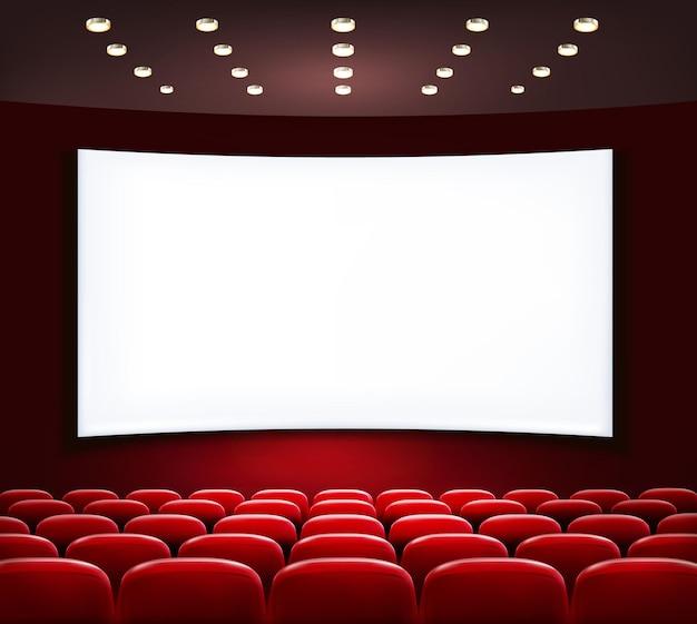 Bioscoop met wit scherm en stoelen.