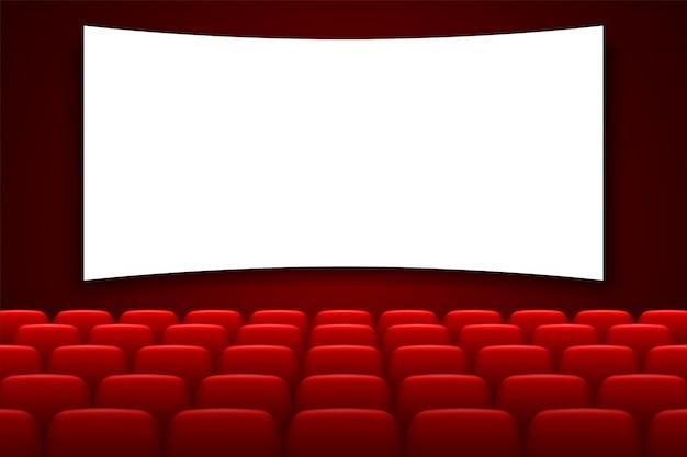 Bioscoopzaal met wit scherm en rode stoelen
