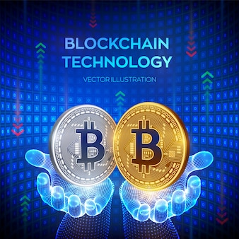Bitcoin. gouden en zilveren munten met bitcoinsymbool in handen
