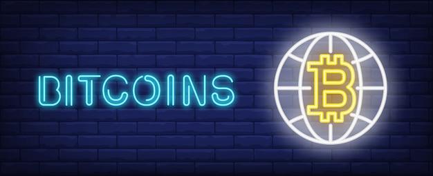 Bitcoins illustratie in neon stijl. tekst, globe en bitcoin op bakstenen muur achtergrond.