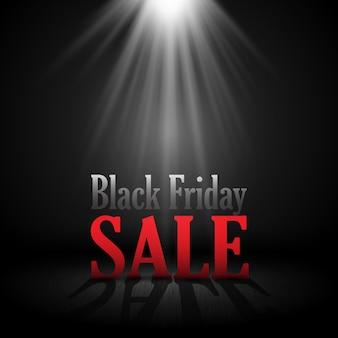 Black friday-verkoopachtergrond met letters onder een schijnwerper