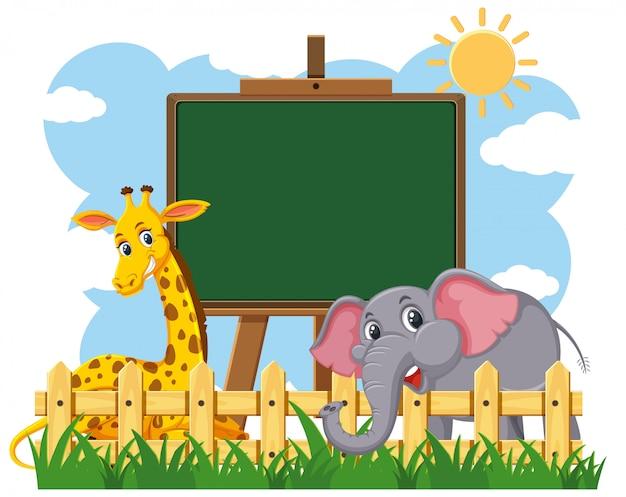 Blackboard sjabloonontwerp met giraf en olifant in het park