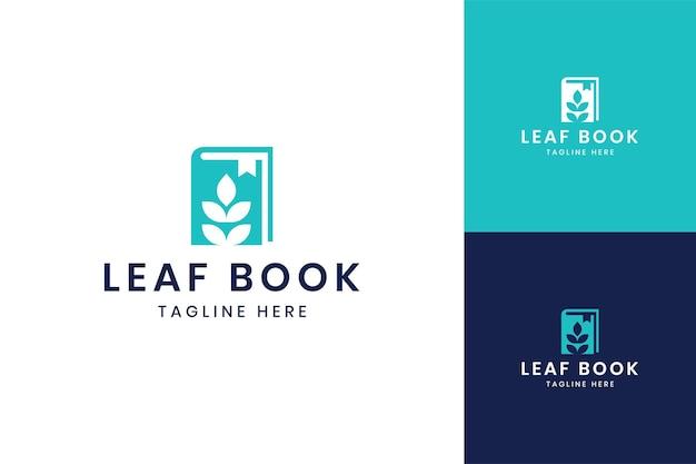 Blad boek negatief ruimte logo ontwerp
