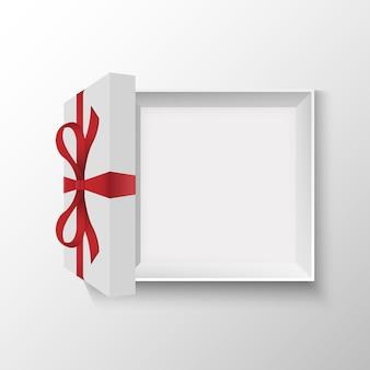 Blanco geopende geschenkdoos met rode strik