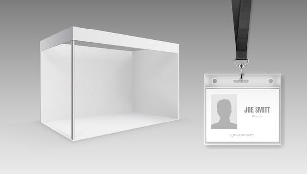 Blanco, opvouwbaar presentatiedisplaybord of beursstandaard en id-kaarten
