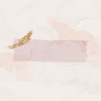 Blanco verfrommeld roze papier met washi-tapesjabloon