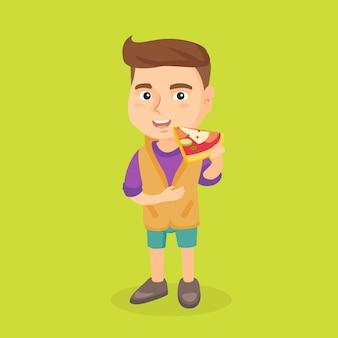 Blanke jongen die smakelijke pizza eet.