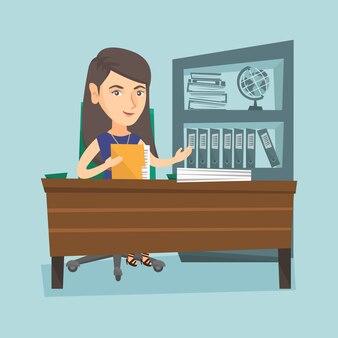 Blanke kantoormedewerker die met documenten werkt.