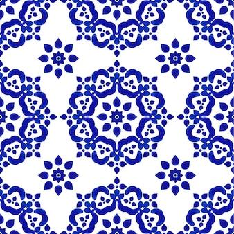 Blauw en wit decoratief tegelpatroon