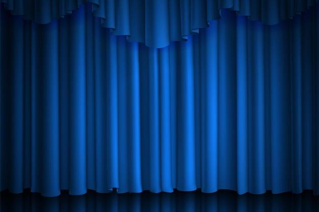 Blauw gordijn. theater-, bioscoop- of circusscène draperen luxe zijde of fluweel gesloten podium achtergrond met spot van verlichting, vector realistische stoffen gordijnen