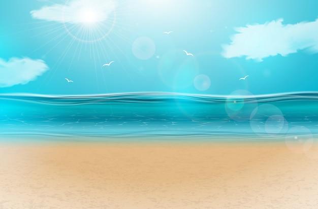 Blauw oceaanlandschap met bewolkte hemel