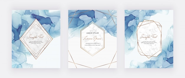 Blauwe alcoholinktkaarten met marmer en gouden veelhoekige kaders. abstracte handgeschilderde achtergrond.