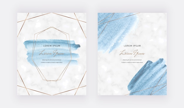 Blauwe aquarel penseelstreek kaarten met gouden veelhoekige lijnen frames.