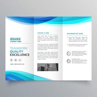 Blauwe golf driebladige brochure sjabloon voor uw bedrijf