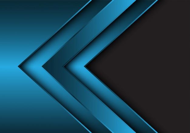 Blauwe metalen pijl richting grijze lege ruimte achtergrond.