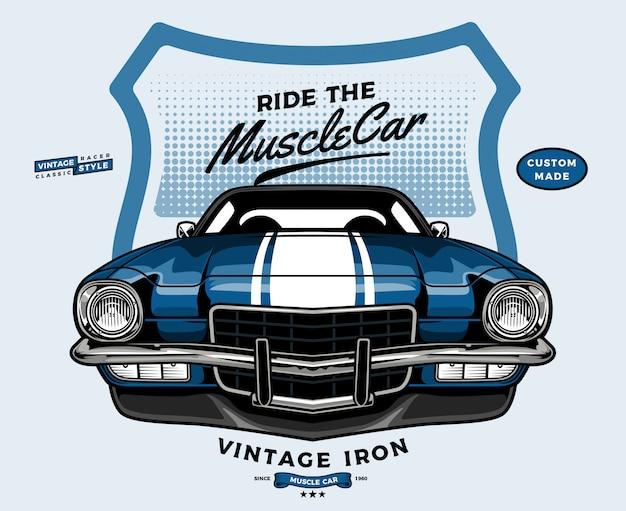 Blauwe muscle car vooraanzicht