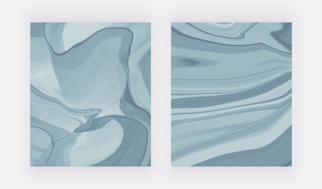 Blauwe vloeibare inkt die abstracte patronen schildert.