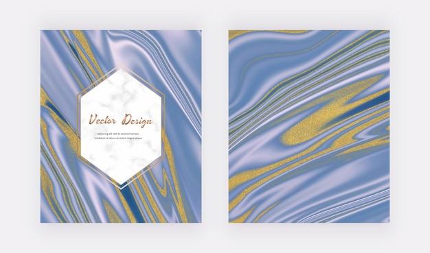 Blauwe vloeibare inkt met gouden glitterkaarten en marmereffect