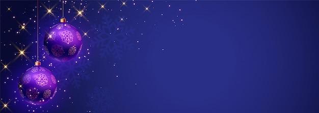 Blauwe vrolijke kerstmisbanner met tekstruimte