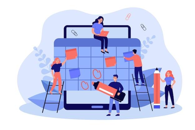 Blije kleine werknemers die de organisator of planning maken in een grote tablet