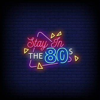 Blijf in het neonuithangbord uit de jaren 80 op bakstenen muur