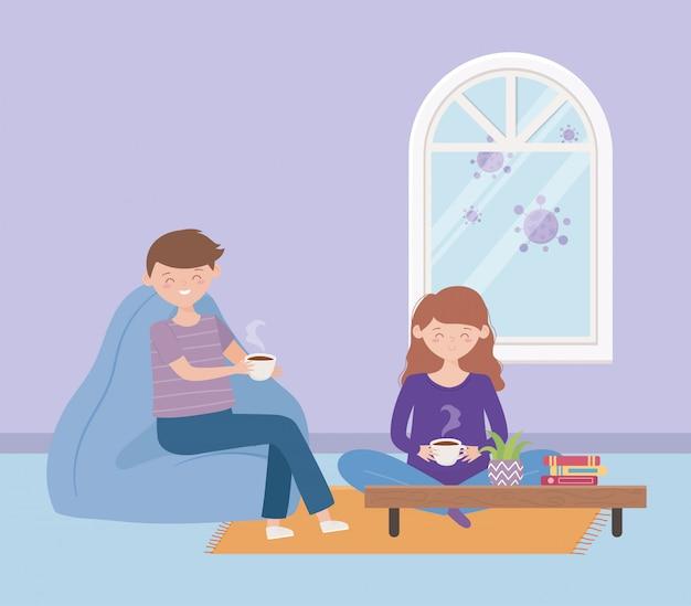 Blijf thuis, koppel met een koffiekopje in de woonkamer