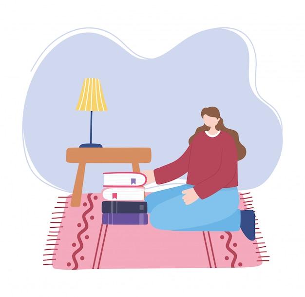 Blijf thuis, meisje met stapel boeken in de kamer, zelfisolatie, activiteiten in quarantaine voor coronavirus
