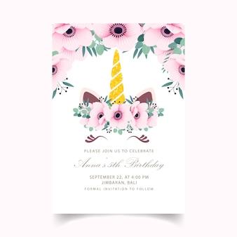 Bloemen kinderen verjaardagsuitnodiging met schattige eenhoorn