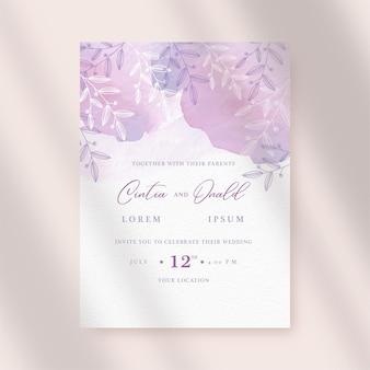Bloemen op de paarse abstracte uitnodiging van het plonshuwelijk