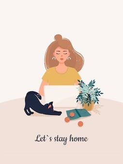 Blonde vrouw werkt op een laptop met een kat thuis.