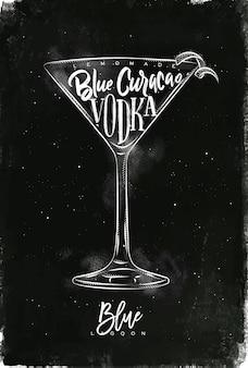 Blue lagoon cocktail met belettering op schoolbord stijl