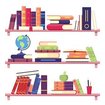 Boekenplanken met stapel boeken en andere objecten als bindmiddel, globe, appel en potloden. thuisbibliotheek aan de muur. onderwijs en lezen literatuur concept, kennis vectorillustratie