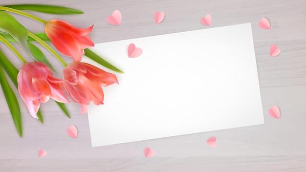 Boeket van realistische tulpen en papieren harten met papieren kaart