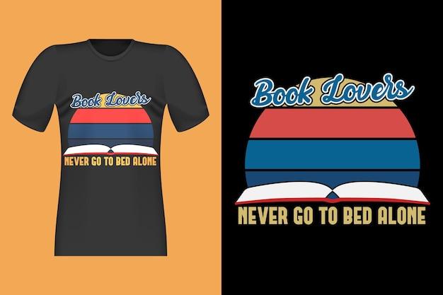 Boekliefhebbers met handgetekend retro vintage t-shirtontwerp