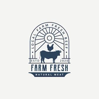 Boerderij logo ontwerp concept koe en kippenboerderij